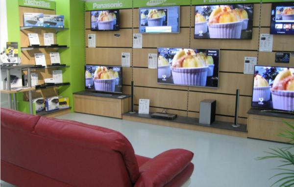ElektroKunst-TV-Wand